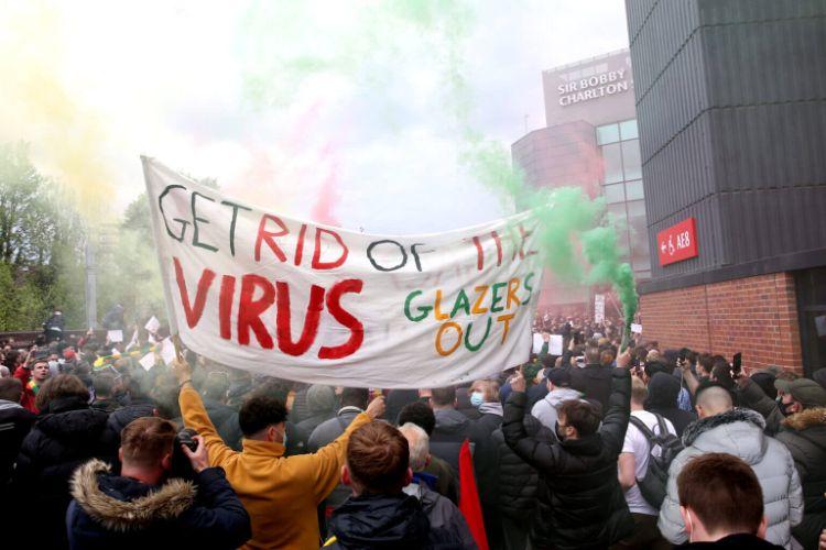 CĐV MU biểu tình